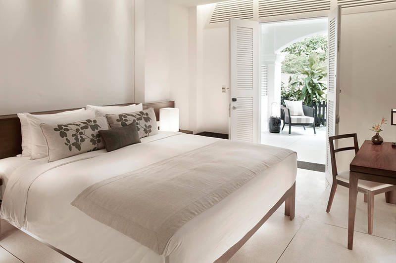 As a colonial island-city-state in Asia, Singapore is filled with skyscrapers and a melting pot of cultures. It's also a coastal city where reclaimed land have created beautiful mini islands. Together, let's discover some of the best luxury beach resorts in Singapore. Amara sanctuary room suite