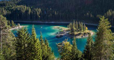 best-lakes-to-swim-in-switzerland-in-summer-caumasee-view
