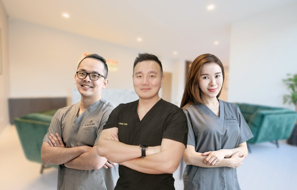 ozhead medical doctors team posing in clinic